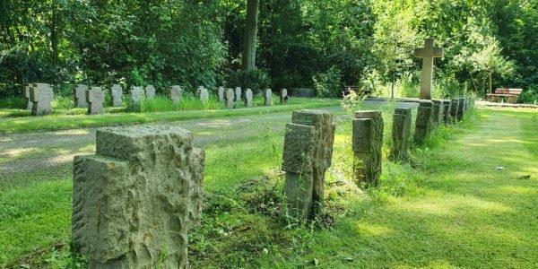 Gedenkstätte für im Krieg gefallene Soldaten auf dem Friedhof Horst-Süd.