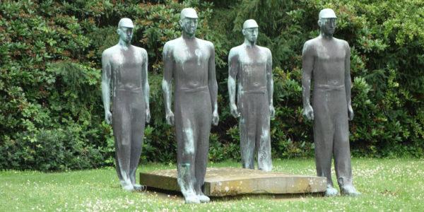 Denkmal auf dem Friedhof Rotthausen am Gräberfeld der Opfer des Grubenunglücks vom 20. Mai 1950 auf der Zeche Dahlbusch.
